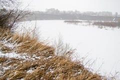Τοπίο άνοιξη στη Σιβηρία στον ποταμό στοκ φωτογραφίες