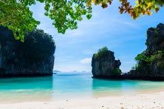τοπίο - άποψη του κόλπου από το νησί της Hong στοκ εικόνες