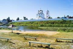 Τοπίο έτους με τον ποταμό Στοκ εικόνα με δικαίωμα ελεύθερης χρήσης