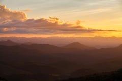 Τοπίο βουνό κατά τη διάρκεια του ηλιοβασιλέματος στο γιο της Mae Hong, Ταϊλάνδη στοκ φωτογραφία
