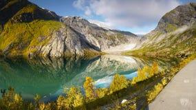Τοπίο βουνών, λίμνη παγετώνων στοκ φωτογραφίες