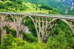 Τοπίο βουνών, Μαυροβούνιο Γέφυρα τόξων της Tara Durdevica Στοκ εικόνες με δικαίωμα ελεύθερης χρήσης