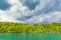 Τοπίο βουνών με τα δάση και το νερό βουνών Λα Plitvice Στοκ φωτογραφίες με δικαίωμα ελεύθερης χρήσης