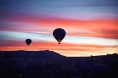 Τοπίο βουνών με τα μεγάλα μπαλόνια κοντό σε έναν θερινή περίοδο στοκ φωτογραφία με δικαίωμα ελεύθερης χρήσης
