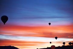 Τοπίο βουνών με τα μεγάλα μπαλόνια κοντό σε έναν θερινή περίοδο στοκ εικόνα με δικαίωμα ελεύθερης χρήσης