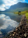 Τοπίο βουνών με τη λίμνη στοκ εικόνες