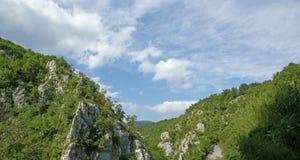 Τοπίο βουνών. Οι λίμνες Plitvice, εθνικό πάρκο στην Κροατία Στοκ Εικόνα