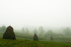 Τοπίο βουνών. Ομίχλη. Στοκ Εικόνα