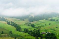 Τοπίο βουνών. Ομίχλη. Στοκ φωτογραφία με δικαίωμα ελεύθερης χρήσης