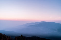 Τοπίο βουνών στο βόρειο τμήμα της Ταϊλάνδης Στοκ εικόνα με δικαίωμα ελεύθερης χρήσης