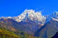 Τοπίο βουνών στο Ιμαλάια Νότια αιχμή Annapurna, Νεπάλ, άποψη από Landruk Στοκ Εικόνες