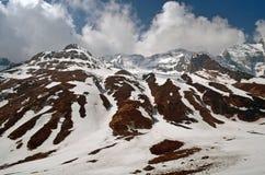 Τοπίο βουνών στο Ιμαλάια Χιονώδης τοίχος, διαδρομή στρατόπεδων βάσεων Annapurna Στοκ Εικόνες
