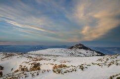 Τοπίο βουνών στο χειμώνα σε Carphatians Στοκ φωτογραφίες με δικαίωμα ελεύθερης χρήσης