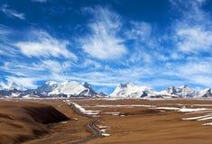 Τοπίο βουνών του Ιμαλαίαυ στη αυτόνομη περιοχή του Θιβέτ της Κίνας Στοκ εικόνα με δικαίωμα ελεύθερης χρήσης