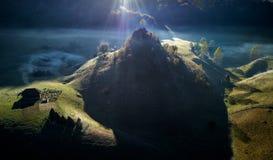 Τοπίο βουνών το πρωί φθινοπώρου - Fundatura Ponorului, Ρουμανία στοκ εικόνα