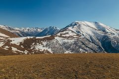 Τοπίο βουνών, χιονώδεις αιχμές, Arkhyz, καυκάσια βουνά, Ρωσία Στοκ Εικόνες
