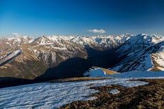 Τοπίο βουνών, χιονώδεις αιχμές, Arkhyz, καυκάσια βουνά, Ρωσία Στοκ Φωτογραφία