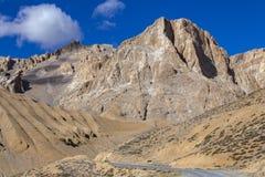 Τοπίο βουνών Himalayan κατά μήκος Leh στην εθνική οδό Manali Μεγαλοπρεπή δύσκολα βουνά στα ινδικά Ιμαλάια, Ινδία στοκ φωτογραφία με δικαίωμα ελεύθερης χρήσης