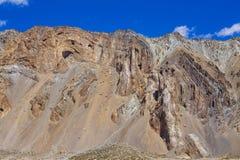 Τοπίο βουνών Himalayan κατά μήκος Leh στην εθνική οδό Manali Μεγαλοπρεπή δύσκολα βουνά στα ινδικά Ιμαλάια, Ινδία στοκ φωτογραφίες