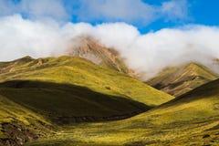 Τοπίο βουνών Tianshan σε Xinjiang, Κίνα Στοκ Φωτογραφία
