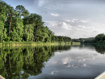 Τοπίο Δέντρα και ποταμός στοκ φωτογραφίες