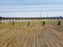 Τοπίο επαρχίας Βόρεια Κορεών από το τραίνο στοκ εικόνα