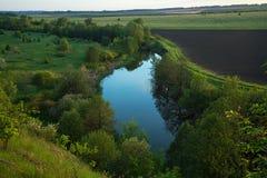 Τοπίο επαρχίας με τον ποταμό Στοκ Εικόνες
