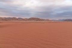 Τοπίο ερήμων στην κοιλάδα του φεγγαριού στην Ιορδανία Στοκ Εικόνες
