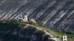 Τοπίο ηλιοβασιλέματος στο μοναστήρι Orheiul Vechi Trebujeni απόθεμα βίντεο