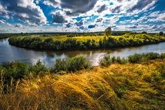 Τοπίο θερινών ποταμών Σιβηρία, Ρωσία στοκ εικόνες