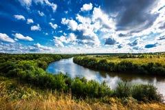Τοπίο θερινών ποταμών Σιβηρία, Ρωσία στοκ εικόνα με δικαίωμα ελεύθερης χρήσης