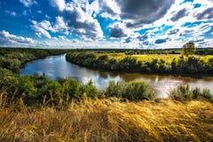 Τοπίο θερινών ποταμών Σιβηρία, Ρωσία στοκ φωτογραφία με δικαίωμα ελεύθερης χρήσης