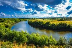 Τοπίο θερινών ποταμών Σιβηρία, Ρωσία στοκ φωτογραφίες με δικαίωμα ελεύθερης χρήσης