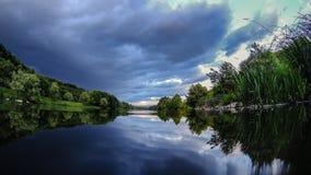 Τοπίο θερινών ποταμών φύσης Στοκ φωτογραφίες με δικαίωμα ελεύθερης χρήσης