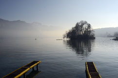 Τοπίο λιμνών του Annecy στη Γαλλία Στοκ φωτογραφίες με δικαίωμα ελεύθερης χρήσης