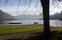 Τοπίο λιμνών του Annecy στη Γαλλία Στοκ Εικόνα