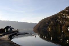 Τοπίο λιμνών του Annecy στη Γαλλία Στοκ εικόνα με δικαίωμα ελεύθερης χρήσης