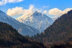 Τοπίο λιμνών Alpsee με τα βουνά Άλπεων κοντά στο Μόναχο στη Βαυαρία, Γερμανία Στοκ εικόνες με δικαίωμα ελεύθερης χρήσης