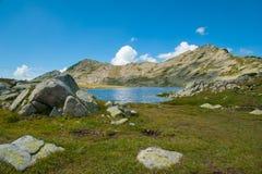Τοπίο λιμνών Pirin Tevno βουνών στοκ φωτογραφία με δικαίωμα ελεύθερης χρήσης