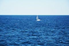 Τοπίο και βάρκα θάλασσας μόνο Στοκ φωτογραφία με δικαίωμα ελεύθερης χρήσης