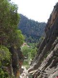 Τοπίο κατά την άποψη βουνών σχετικά με το ισπανικό σπίτι στοκ εικόνα