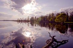 τοπίο λιμνών βραδιού Στοκ Φωτογραφία