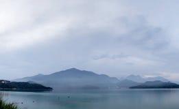 τοπίο λιμνών πανοραμικό Στοκ φωτογραφία με δικαίωμα ελεύθερης χρήσης