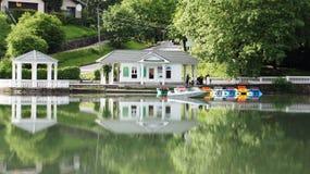 Τοπίο με έναν σταθμό βαρκών Στοκ Φωτογραφίες