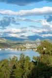 Τοπίο με τα μικρούς ελληνικούς νησιά και τους κόλπους στην Πελοπόννησο, Ελλάδα κοντά στην πόλη Nafplio, προορισμός θερινών διακοπ στοκ φωτογραφία