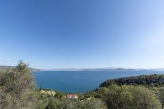 Τοπίο με τα μικρούς ελληνικούς νησιά και τους κόλπους στην Πελοπόννησο, Ελλάδα κοντά στην πόλη Arkadiko, προορισμός θερινών διακο στοκ φωτογραφίες με δικαίωμα ελεύθερης χρήσης