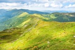 Τοπίο με τα πράσινα βουνά Στοκ εικόνες με δικαίωμα ελεύθερης χρήσης