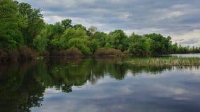 Τοπίο με την εικόνα της πλευράς ποταμών Στοκ Εικόνες