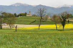 Τοπίο με την εκκλησία κοντά σε Garbagnate Monastero, Ιταλία στοκ εικόνα με δικαίωμα ελεύθερης χρήσης