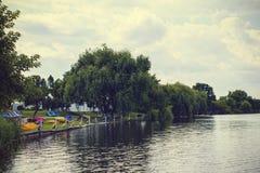 Τοπίο με τη λίμνη Buftea κοντά στο Βουκουρέστι στοκ εικόνα
